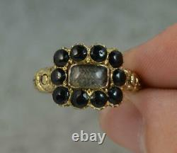 1819 Georgian 18 Carat Gold Mourning Cluster Ring with Chased Shoulders d0285